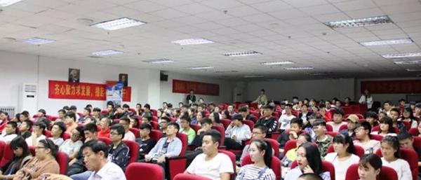 闫传伟被青岛求实学院聘为客座教授